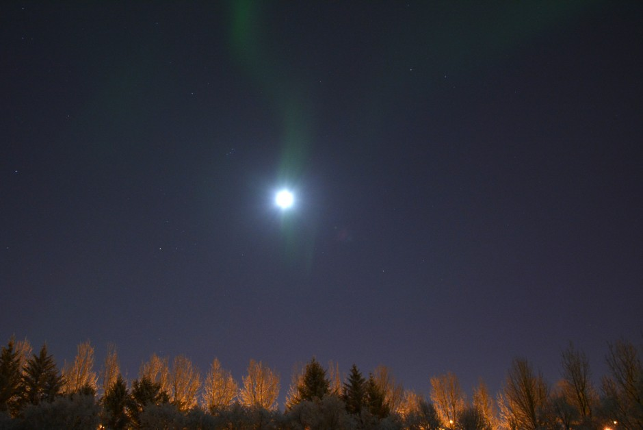 Northern Lights with the fullmoon in Reykjavik, Iceland